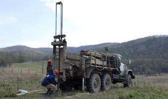 Установка вертикального бурения БГМ1