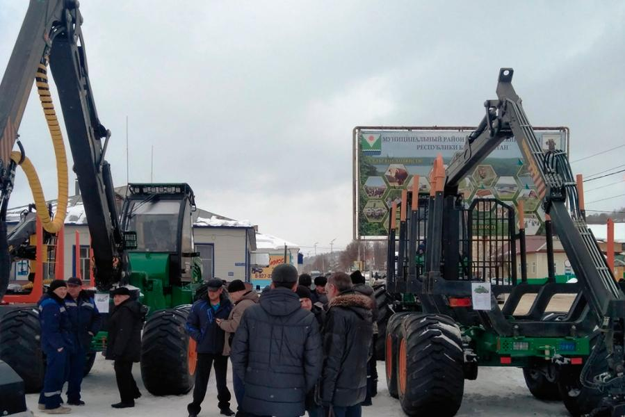 Холдинг «АМКОДОР» представил лесную технику на форуме в Башкортостане