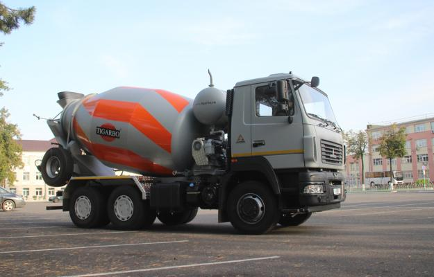 Минский автозавод показал новинку, автобетоносмеситель АБС-9ДА на шасси МАЗ 6501C5 с колесной формулой 6×4